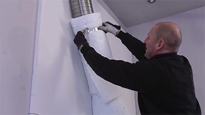 Bevestig het deken om het schoorsteenkanaal